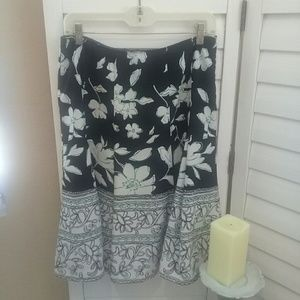 Dress Barn A-line skirt fully lined. Black/cream